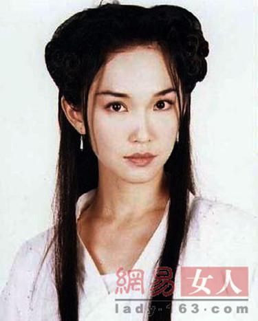 新加坡产的小龙女范文芳扮相轻柔